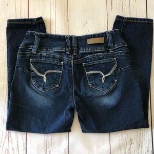 YMI dark denim wash CAPRIS jeans triple button